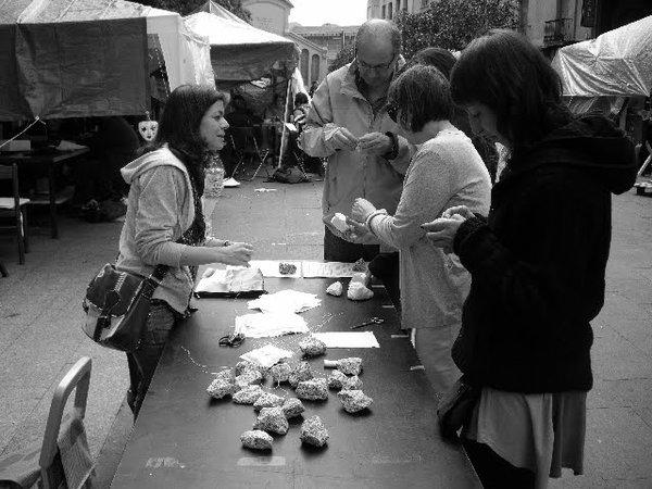 L'obra d'art col·lectiva: 'Les pedres' de Roser López